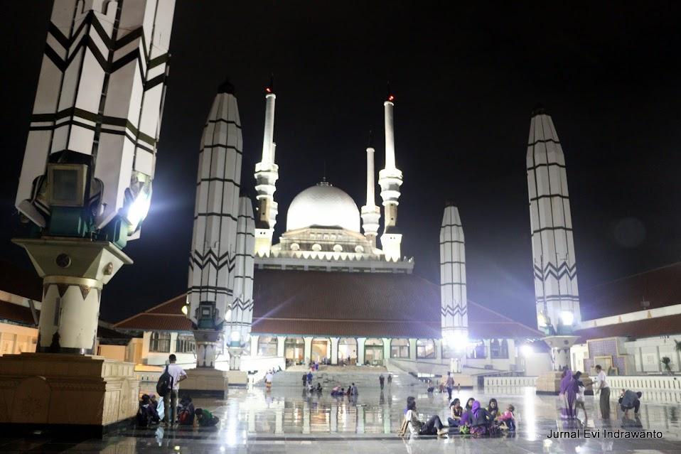 Halaman masjid agung jawa tengah