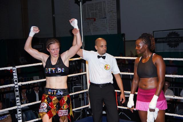 Delfine Persoon wint van Judy Waguthii