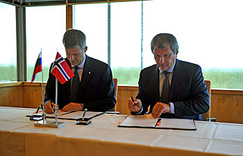 Rosneft and Statoil sign shareholder agreements for Russian offshore exploration joint ventures