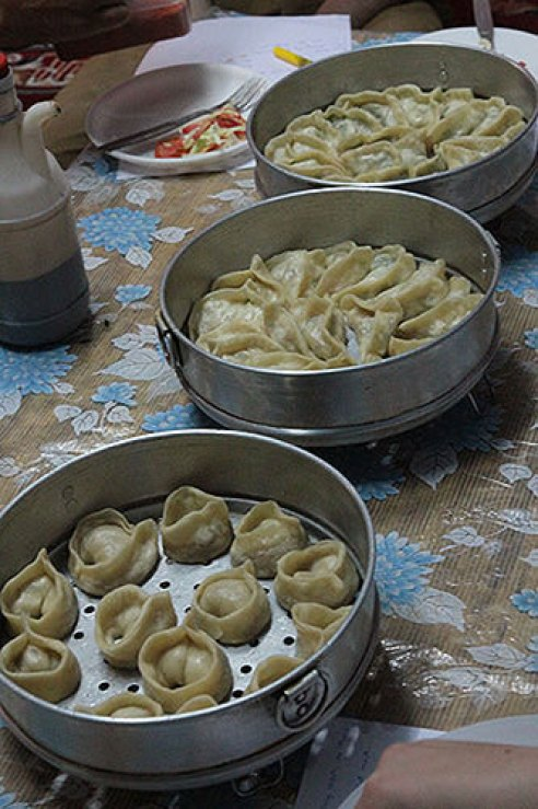 tibetan momos, cooking class tibetan food, tibetan cuisine, dharamsala food