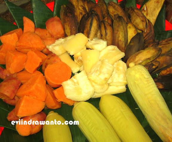 ubi, singkong, jagung dan pisang rebus