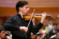 Julien Szulman (Francia) interpretó el Concierto para violín y orquesta, en Re Mayor, Op. 47, de Jean Sibeliu. Szulman es en la actualidad violinista de la Orquesta Sinfónica del Pays de la Loire, en Francia