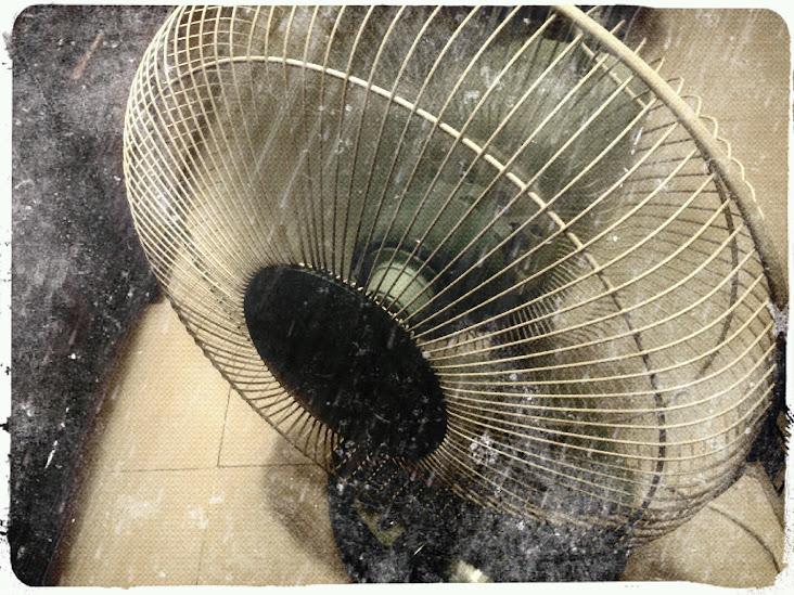 IMG 20110921 020914%2B %2BLucas%252CRain%252COld1 悲傷的時候不要吹風扇