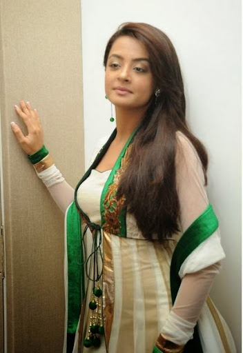 Surveen Chawla Photos