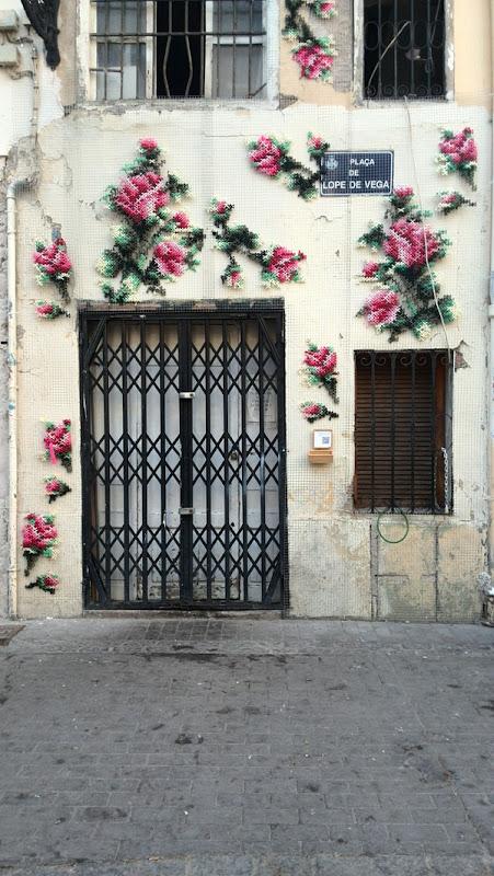 Decorar una fachada con un bordado