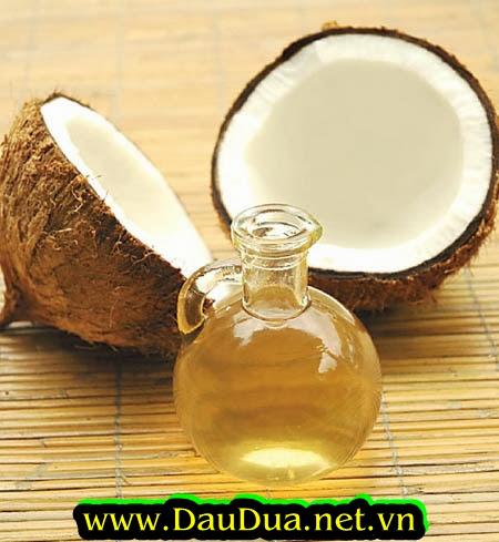 Bạn hãy kiên trì dùng tinh dầu dừa mõi ngày giúp bạn làm trắng hồng nhủ hoa và dưỡng da vùng ngực