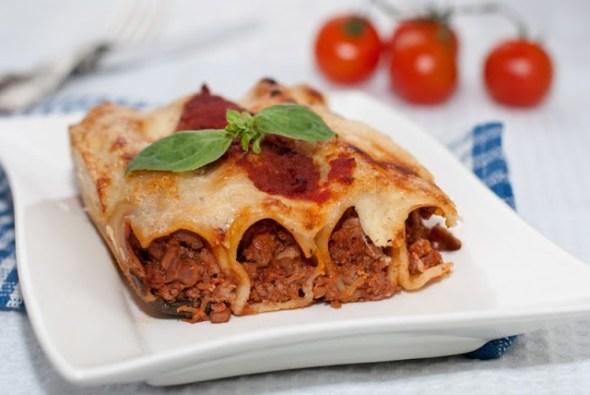 Cannelloni cu sos ragu