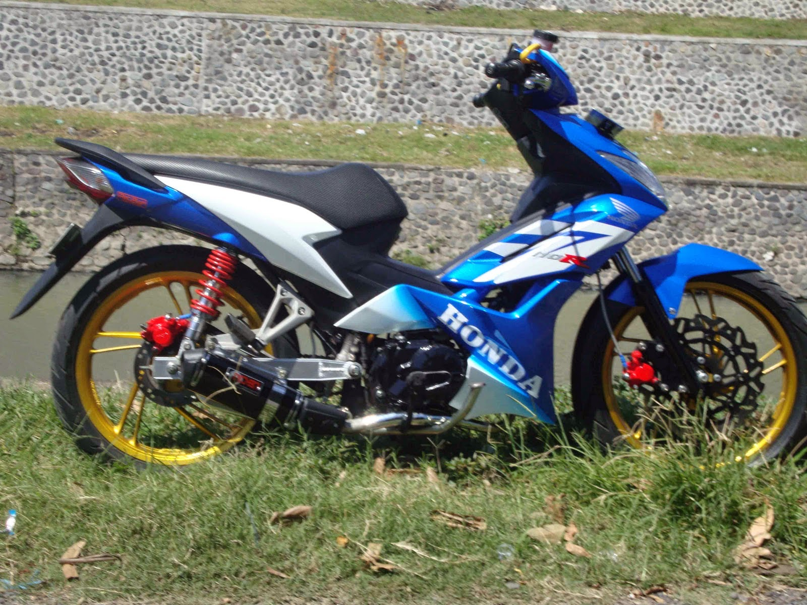 Modifikasi Motor Honda Blade Repsol  Thecitycyclist