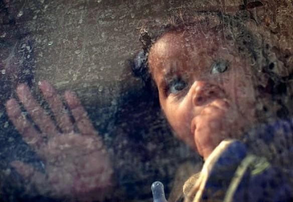https://i0.wp.com/lh6.googleusercontent.com/_hFyIVHLPW40/TXC3j7k-OfI/AAAAAAAAGmc/cW9Foac0h-A/An-Egyptian-child-looks-t-007.jpg?resize=584%2C403&ssl=1
