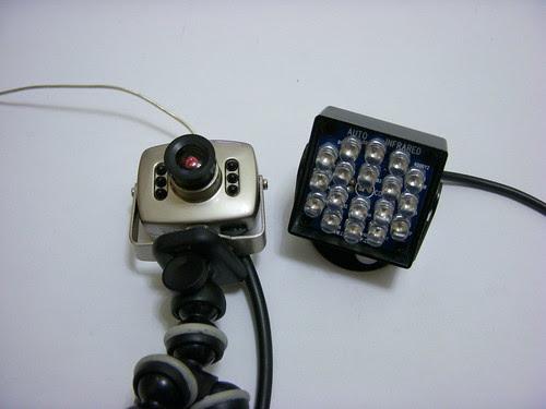 天線寶寶監視器+紅外線,看瞳孔
