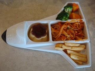 Tanya's Blog: 2008/03/22 臺北 樂雅樂親子餐廳 北投店 兒童餐-飛機餐&汽車餐