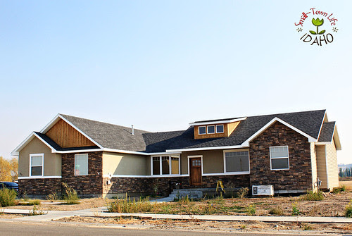 Our Small-Town Idaho Life: HOUSE UPDATE {exterior Trim}