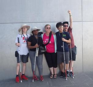 Four SOAR students pose next to the St. Louis arch with their instructor.