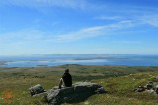 L'isthme vu depuis Miquelon. Crédit photo : Escapade Insulaire