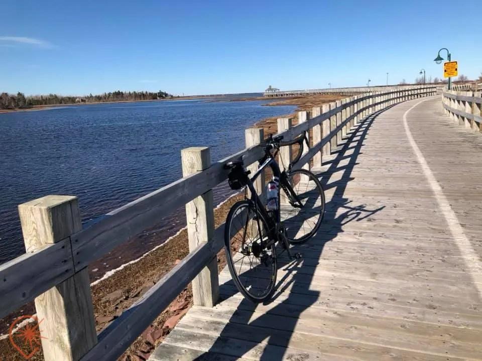 vélo au bord de l'eau