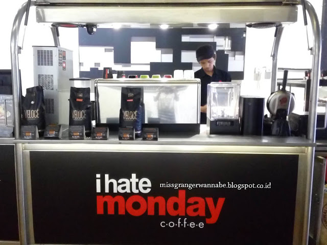 i-hate-monday-coffe-moi-interior-3
