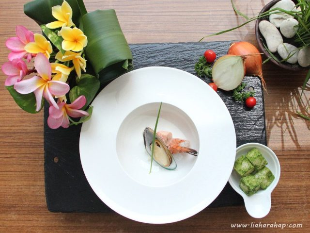 workshop-food-photography-seafood-chowder-flatlay