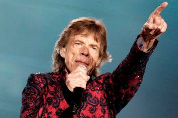 """Mick Jagger of The Rolling Stones sings during their """"Latin America Ole Tour"""" at the Foro Sol in Mexico City, Mexico March 14, 2016. REUTERS/Henry Romero/File photo - RTSI2AM"""