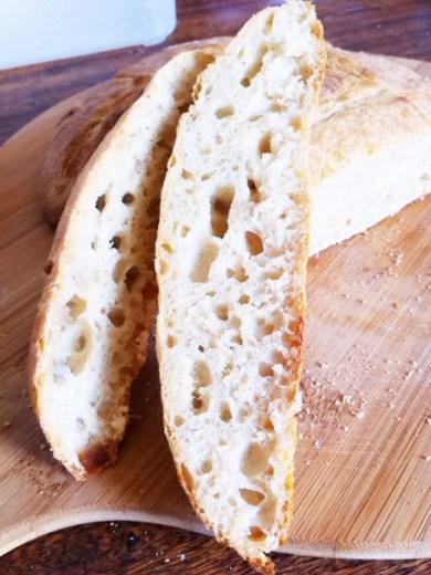 這是我第二次做的麵包 使用家附近磨坊的t65麥粉, 麥香很濃,我覺得這次的很成功