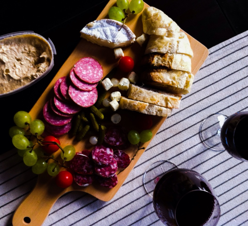 法國家常開胃小餐點-燻肉大拼盤