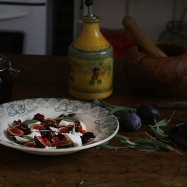 無花果薄片Mozzarella油漬蕃茄乾沙拉 CARPACCIO DE FIGUES, BURRATA ET TOMATES SECHEES