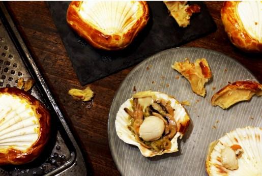 Noix de Saint-Jacques et fondue de poireaux en coquilles lutees-3
