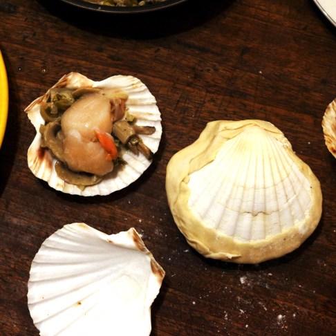 Noix de Saint-Jacques et fondue de poireaux en coquilles lutees1