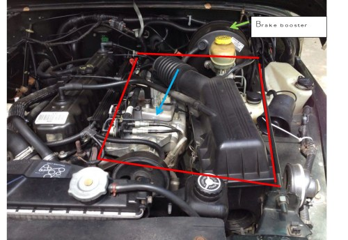 small resolution of the exhaust manifold is directly under the intake manifold intake manifold marked with blue arrow