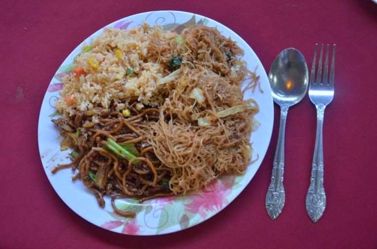 Malaysisches Frühstück: Nasi Goreng, Mee Goreng, und Bihun Goreng