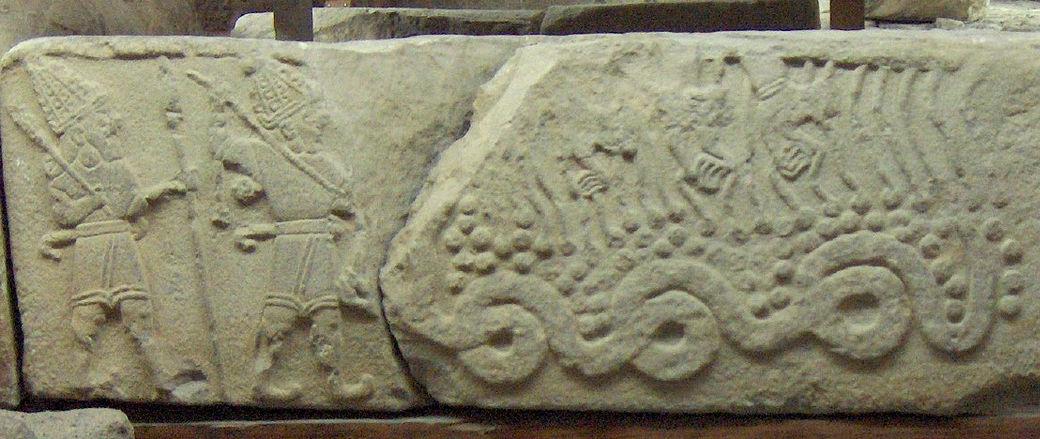 9.6.5.1 Zeul cerului Teshub, omorând dragonul Illuyankas; Muzeul Civilizaţiilor Anatoliene, Ankara - Copy