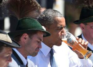 U.S. President Barack Obama drinks beer as he visits Kruen, Germany June 7, 2015. Leaders from the Group of Seven (G7) industrial nations met on Sunday in the Bavarian Alps for a summit overshadowed by Greece's debt crisis and ongoing violence in Ukraine.  REUTERS/Daniel Karmann/Pool