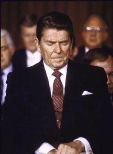 Reagan%20prays(1)