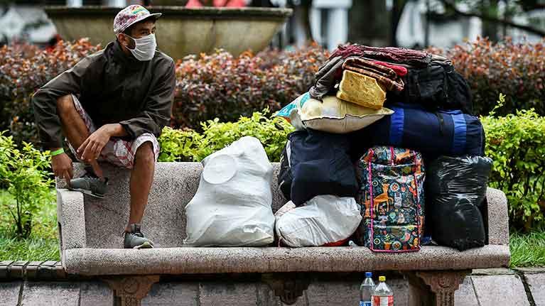 La crise du COVID-19 tire la sonnette d'alarme pour renforcer les systèmes de protection sociale