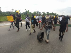 BREAKING: Protest Rocks East West Road As Amnesty Students Alleges Neglect (Photos) – The Liberator