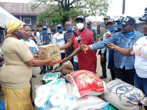 ​Peace Day: UN Peace Ambassador Agediga Splashes Cash, Food Items To The Aged In Delta