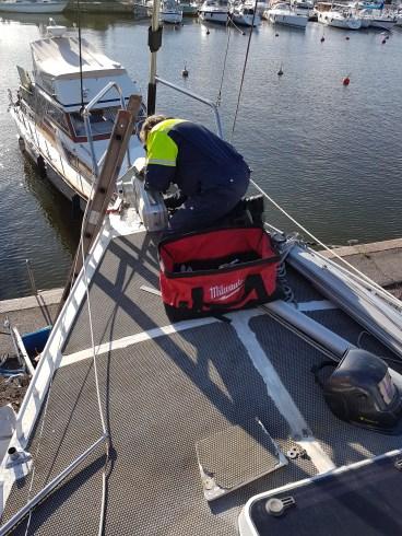 Fitting the windlass - Liberta.fi