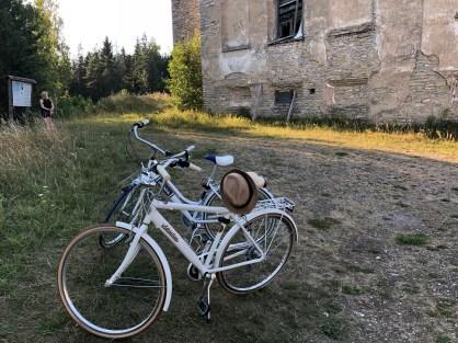 Pyörillä liikenteessä Hiidenmaalla - Liberta.fi