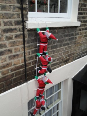 Burglarious climbing Santas for Christmas