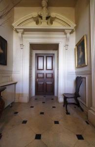 Ashdown House entrance for tour guide