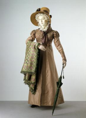 1820 pelisse robe © Victoria & Albert Museum, London