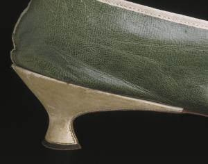 1790s embroidered green leather shoes, heel detail © Victoria and Albert Museum, London