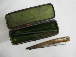 Harwood & Co razor with green velvet box