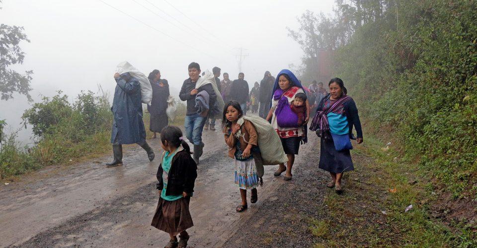 Comuneros desplazados de Chiapas viven con el miedo de ser asesinados o  detenidos