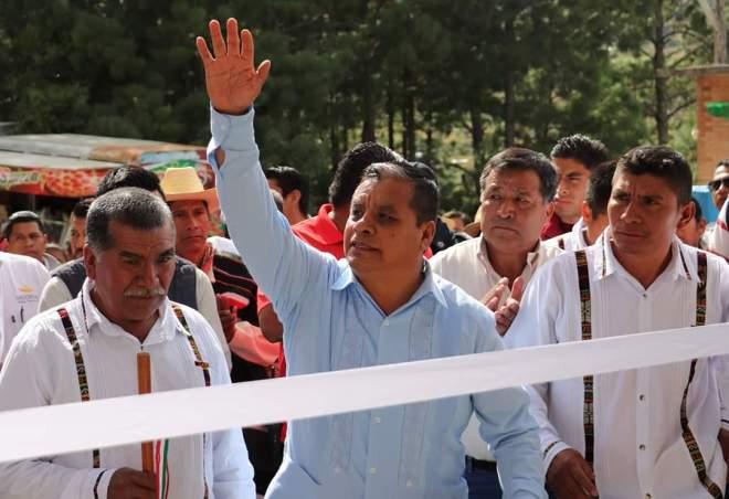 Presidente Municipal de Tlaxiaco inaugura techado de usos múltiples en Yucuhillo San Miguel Progreso.