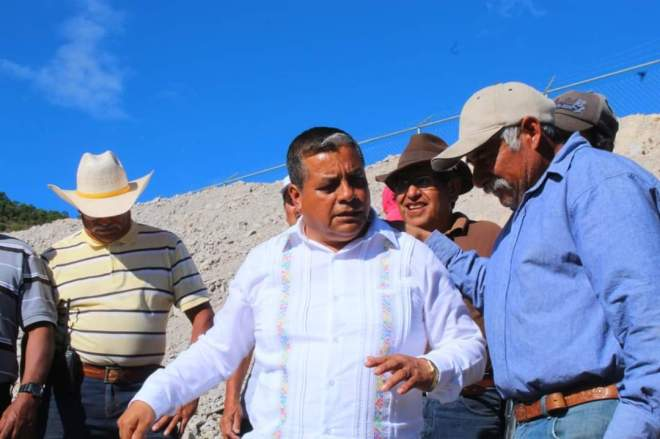 En Cañada María 2da demarcación, el edil de Tlaxiaco inaugura olla de captación de agua pluvial