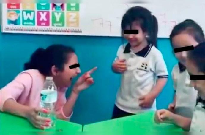 Maestra de kínder humilla a una niña haciéndole una broma pesada y la despiden