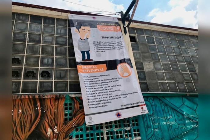 PC municipal coloca lonas en lugares públicos para evitar contagios de coronavirus