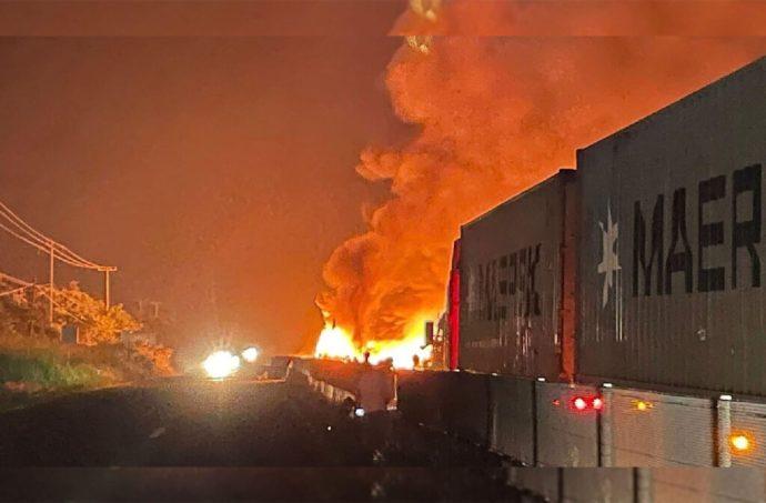 La autopista Veracruz-Xalapa permaneció cerrada por más de 9 horas debido al choque de dos tractocamiones