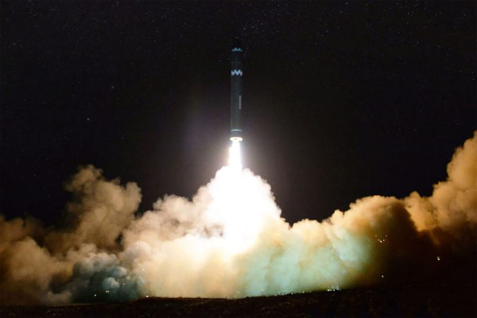 Corea del Norte lanza un proyectil no identificado hacia el mar del Este de Japón; se trataba de un misil balístico