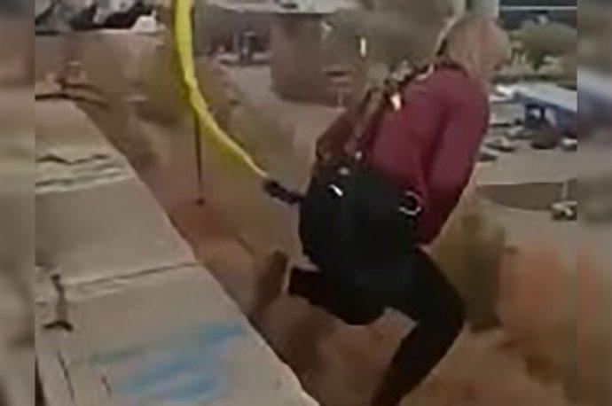 Mujer pierde la vida tras lanzarse desde un edificio. Se lanzó del bungee; la cuerda era demasiado larga